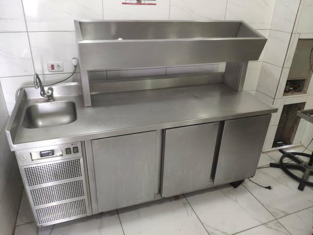 Mesa condimentadora refrigerada com pia - Foto 2