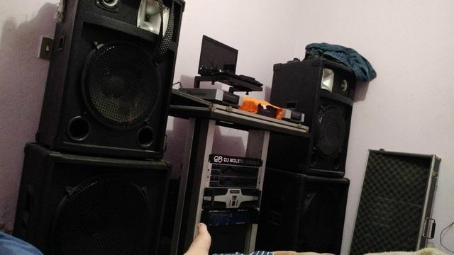 Som e mesa de DJ