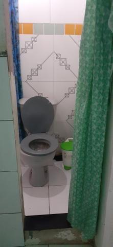 Vendo uma casa em Itapuã primeiro andar 2/4 sala ,cozinha e banheiro e área de serviço - Foto 3
