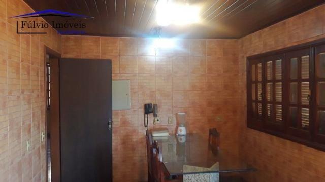 Excelente sobrado rústico, 04 quartos em piso de madeira, 03 banheiros - Foto 9