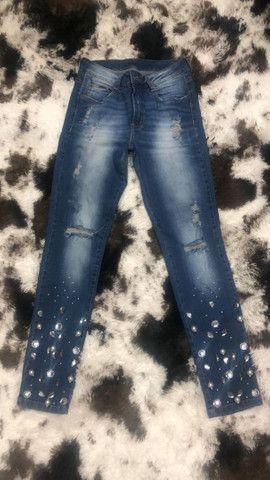 Calça jeans com pedrarias Contra Censura  - Foto 2