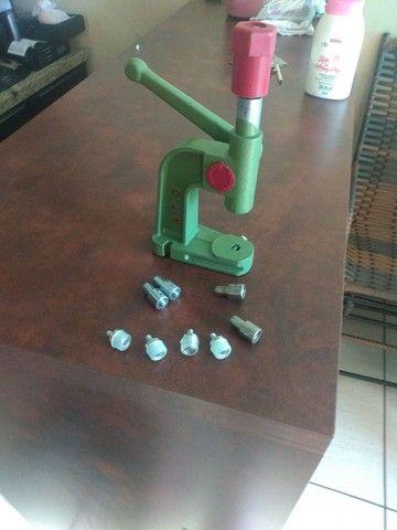 Vendo máquina de por botão em calças - Foto 2