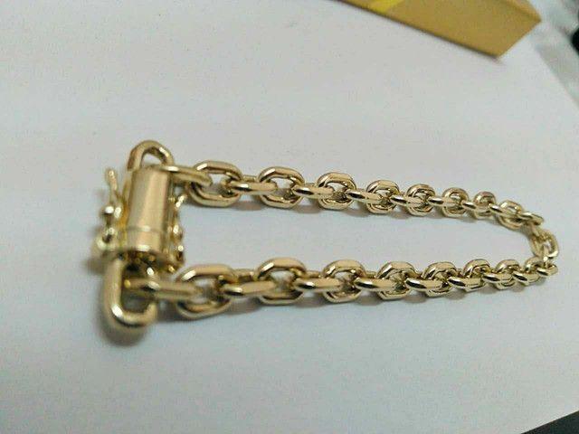 Pulseira elo cartier cadeado em ouro 18k  - Foto 2