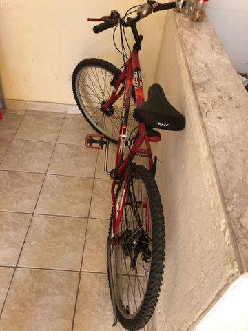 Bicicleta 18 marchas semi nova - Foto 2