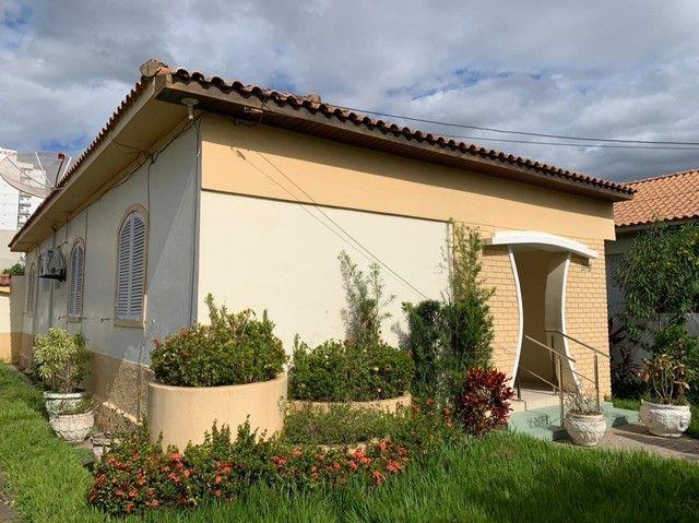 Ótima localização Residencial ou Comercial 03 quartos 02 salas 02 banheiros.