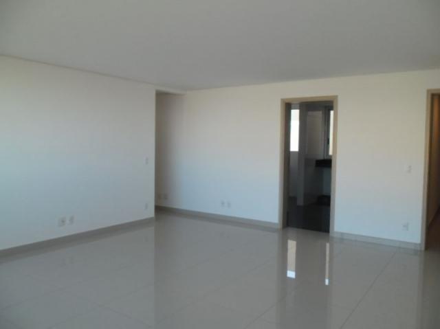 Apartamento 4 quartos, varanda, elevador, 2 vagas livres em condomínio inteligente.