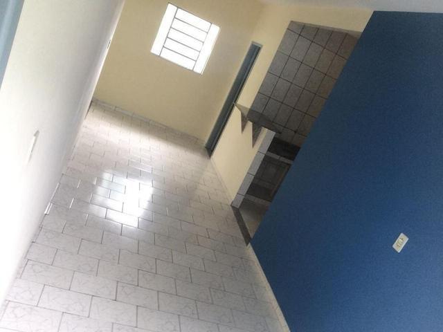 Ótima casa recém reformada no Bairro Aeroporto - Foto 3