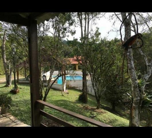 Chácara com casa de alto padrão e com linda e imensa piscina.(Tel. *) - Foto 3