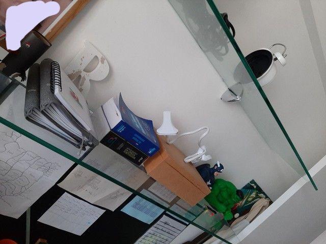 Bancada com prateleiras em vidro - Foto 4