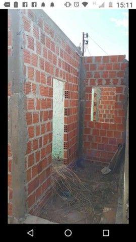 Vendo essa casa em construção,  no bairro São João próximo a Gabriana confecções  - Foto 2