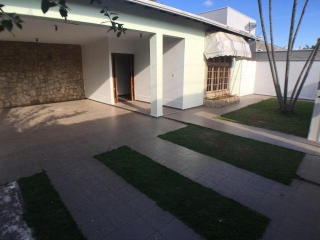 Aluga casa com 5 quartos no bairro Fátima II