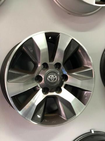 Rodas Aro 17 Toyota Hilux Original SRV Graphite Diamond - Foto 9