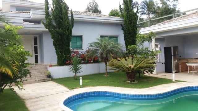 Casa térrea com 3 suítes, piscina em Condomínio 3 Marias - Igaratá/SP