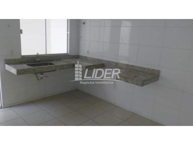 Casa de condomínio para alugar com 2 dormitórios em Saraiva, Uberlândia cod:864946 - Foto 5