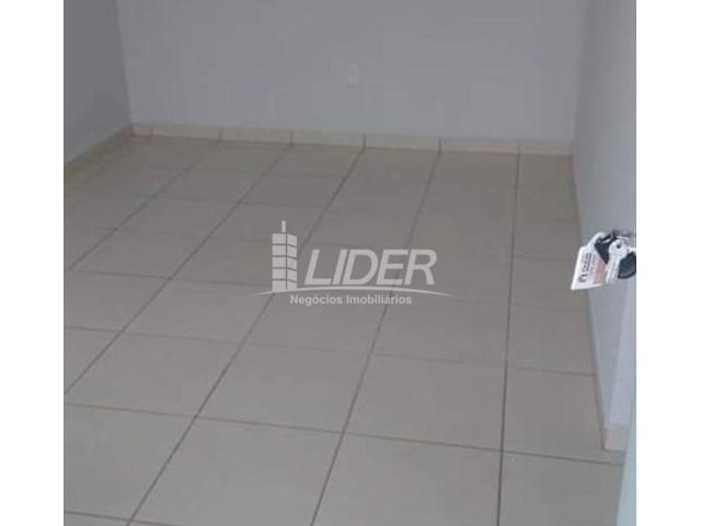 Casa de condomínio para alugar com 2 dormitórios em Saraiva, Uberlândia cod:864946 - Foto 2