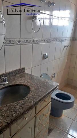 Excelente sobrado rústico, 04 quartos em piso de madeira, 03 banheiros - Foto 6