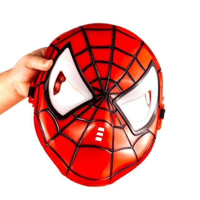 Máscara Do Homem Aranha Spider Infantil Que Brilha No Escuro - Foto 3
