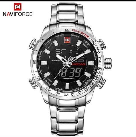 Relógio Naviforce em aço inox
