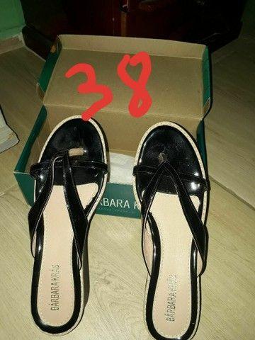 Calçados ( todos os 3 pares  calça  38) - Foto 2
