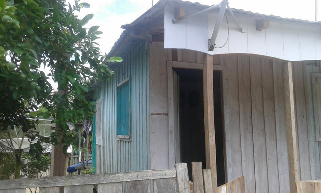 Vendo uma casa com dois terrenos e um sítio valor a negociar  - Foto 4