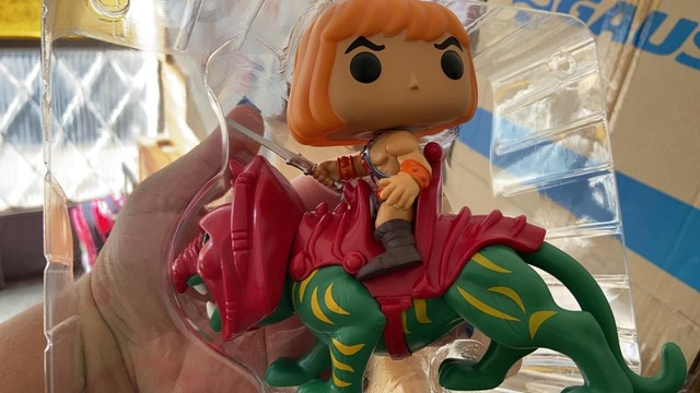 Funko Pop! Rides Masters of The Universe: He-Man on BattleCat #84 - Foto 5