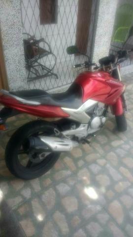 Vende-se moto yamara 125 ano:2012