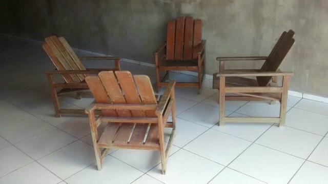 Jogo de madeira (4 cadeiras e 1 mesa)