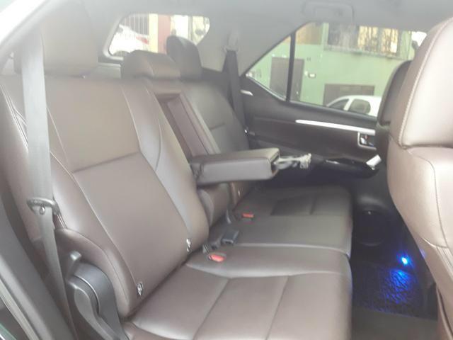 Vendo Toyota Hilux Sw4 Srx 4x4 automática, 7 lugares, financio, passo cartão - Foto 5