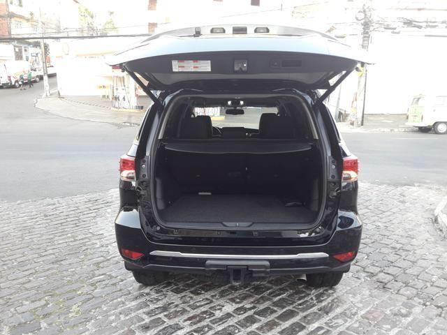 Vendo Toyota Hilux Sw4 Srx 4x4 automática, 7 lugares, financio, passo cartão - Foto 9