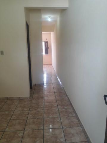 Alugo apto grande de 01 quarto com área de serviço/ 1ºandar-Conj:Araturi novo - Foto 4
