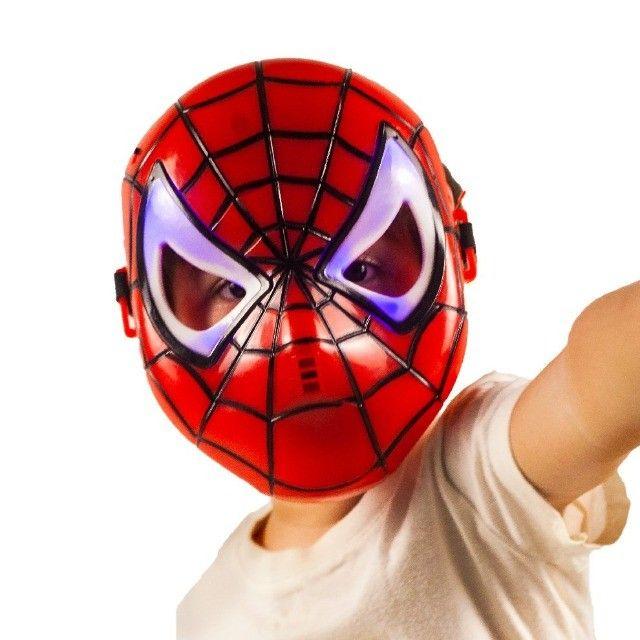 Máscara Do Homem Aranha Spider Infantil Que Brilha No Escuro - Foto 2