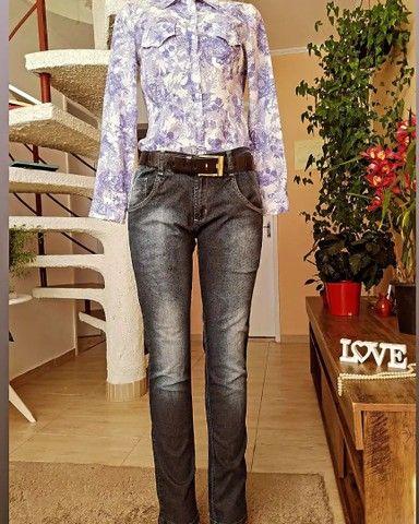 Lote 100 peças de roupas femininas seminovas, lindas - Foto 2