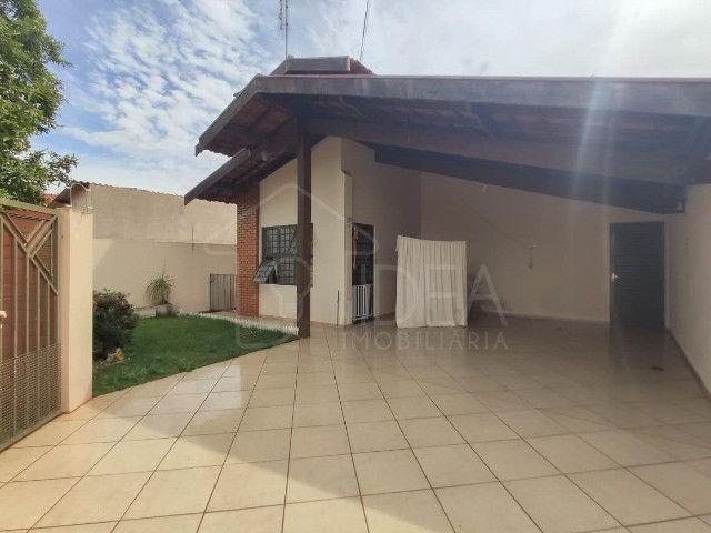 Casa à venda com ótimo quintal no Jardim Paraná - Foto 2