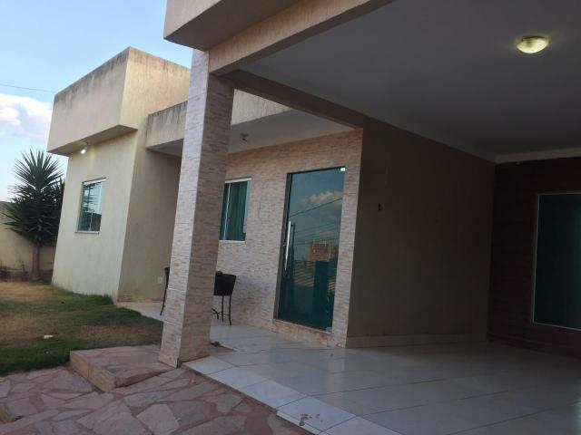 Casa moderna 3 qtos lote 400 m Cond fechado