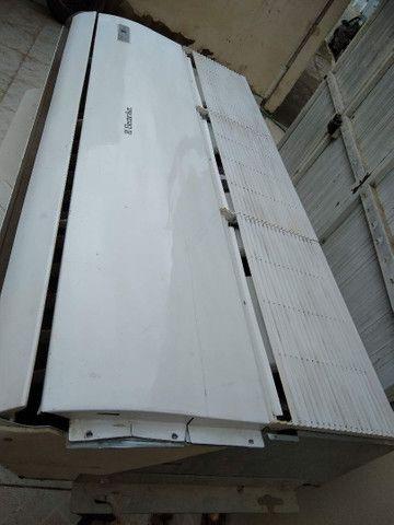 Pra desocupar lugar!Vendo somente evaporadora completa da ELGIN 80 mil BTUs.(220 v) - Foto 2