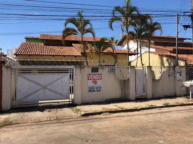 Casa Térrea com 211 m² e 360 m2 com 03 Quartos 01 suíte - Goiânia - GO/