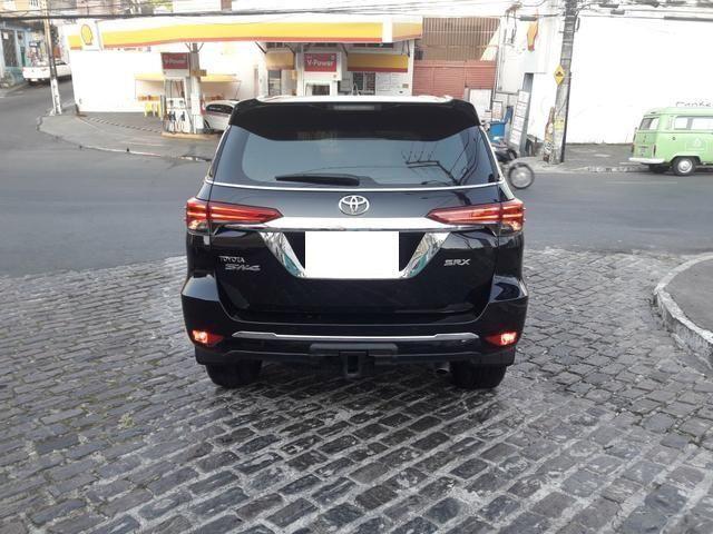 Vendo Toyota Hilux Sw4 Srx 4x4 automática, 7 lugares, financio, passo cartão - Foto 8