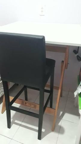 Mesa de desenho e cadeira
