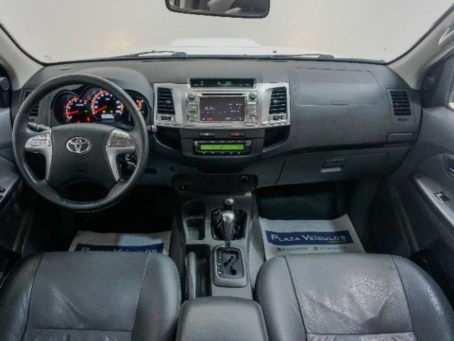 Toyota Hilux 3.0 SRV Turbo Diesel 4x4 Aut 2014 apenas 80.000 KM rodados - Foto 9
