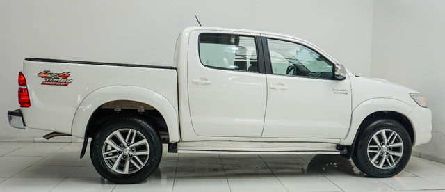 Toyota Hilux 3.0 SRV Turbo Diesel 4x4 Aut 2014 apenas 80.000 KM rodados - Foto 3