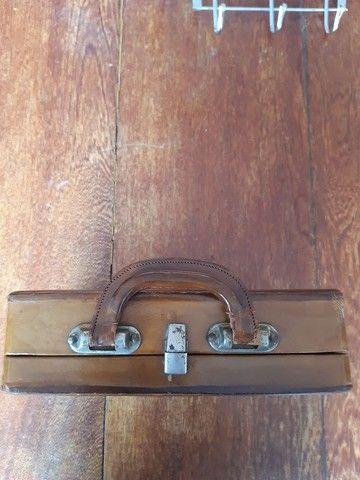 Bolsa de couro em formato de maleta