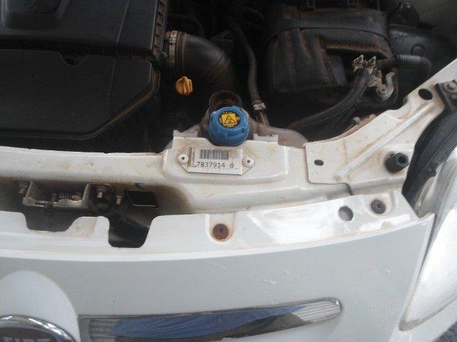 tenho um carro palio ano 2015 semi automático, em troco no carro aberto vertentes - Foto 6