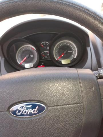 Fiesta Class Hatch 1.6 2011 - Foto 7