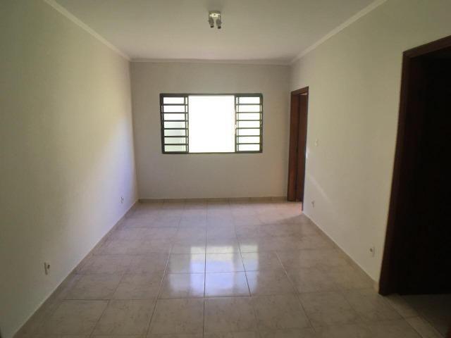 Aluga casa com 5 quartos no bairro Fátima II - Foto 7