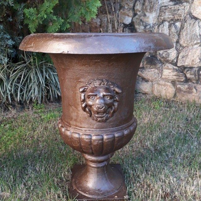 Vaso Cara de Leão em Ferro Fundido - Foto 3