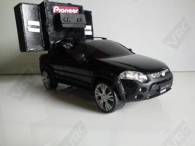 Miniatura Fiat Strada com mini paredão