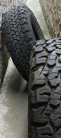 pneus o par (2) 235/75 R15 BF Godrichif