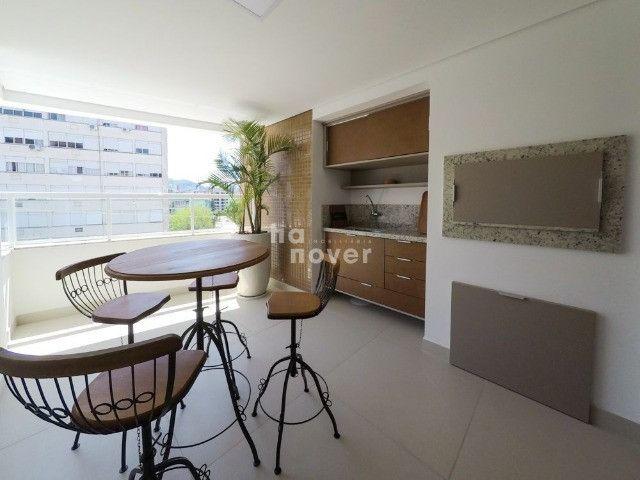 Apto à Venda Mobiliado com 3 Dormitórios e 2 Vagas - Bairro Lourdes - Foto 2