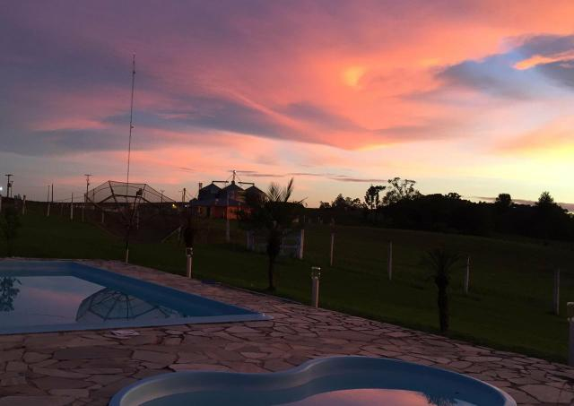 ALUGO Chácara com piscina e muito lazer para férias e temporada - Foto 2