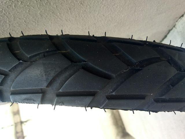 02 pneus semi-novos